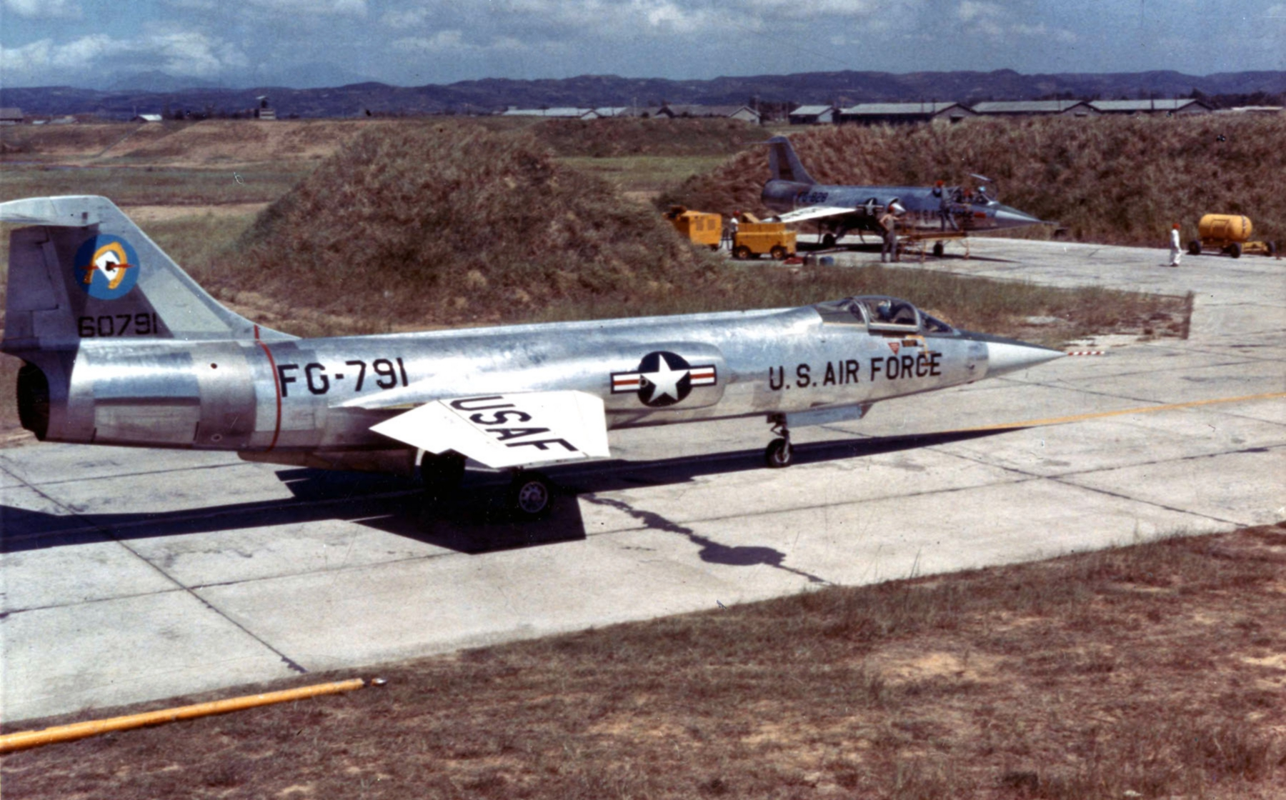 Lockheed_F-104A_of_the_83rd_Fighter_Interceptor_Squadron_at_Taoyuan_Air_Base_Taiwan_on_Sept._15_1958_during_the_Quemoy_Crisis_-_Operation_Jonah_Able.jpg