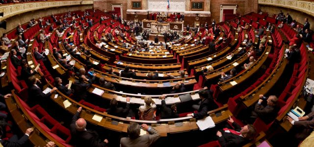 France votes to penalize companies for refusing to decrypt devices, messages