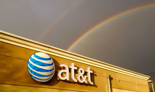 AT&T loses postpaid phone subscribers as T-Mobile takes away customers