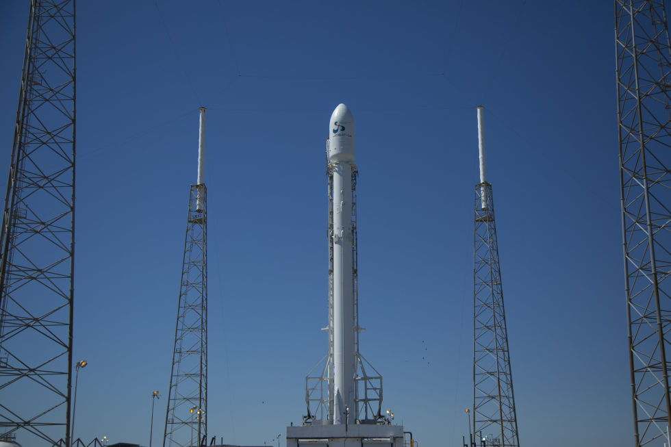 hangar spacex falcon 9 high resolution - photo #17