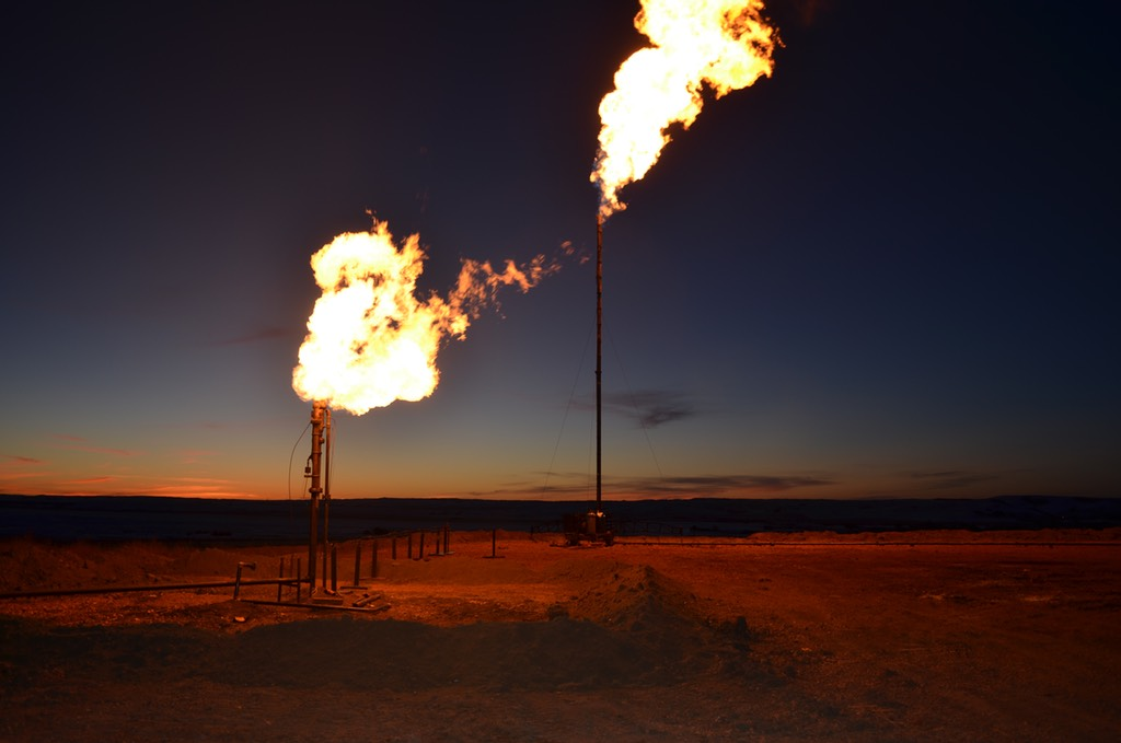 EPA issues rules to cut methane, volatiles from new oil and gas sites