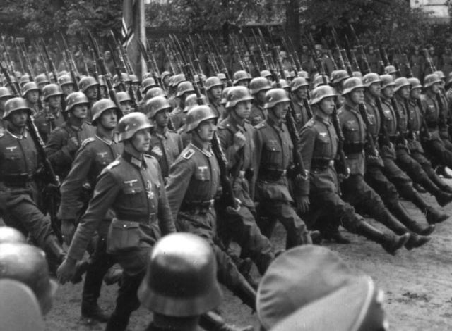 Nazi soldiers invade Warsaw.