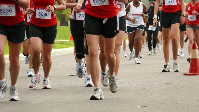 Here's what might be happening to your feet when you run in shoes