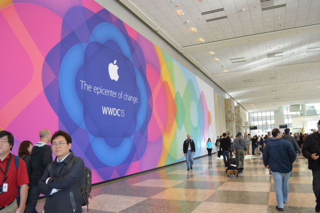 Developers wandering the halls of the Moscone Center during WWDC 2015.