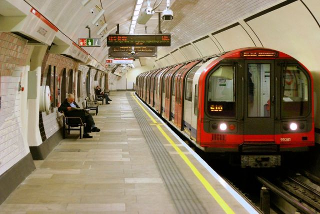 Mobile coverage coming to London Underground... but only for 999 services