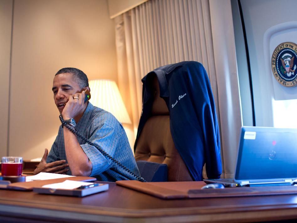 President Obama, on Air Force One, calls the scientists who landed Curiosity on Mars to congratulate them in 2012. (White House)