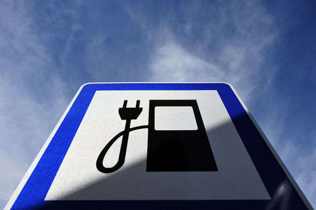 The White House hits the accelerator pedal to increase electric vehicle adoption