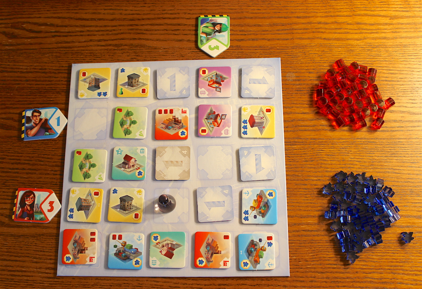 Choosing tiles from the construction site. Note the Urbanist token, which just moved to that spot after Red took his move.