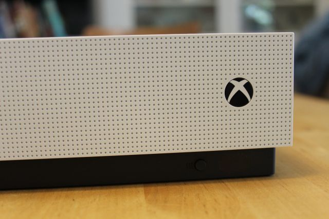 Microsoft is building a low-priced Xbox for game streaming