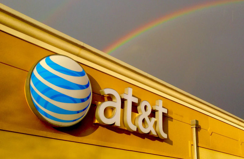 AT&T's common carrier status helps it defeat data throttling lawsuit
