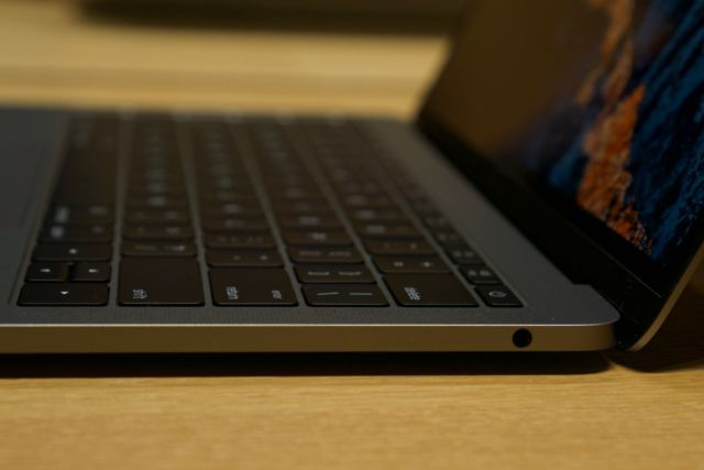 """15 hours with the 13"""" MacBook Pro, and how Apple's T1"""