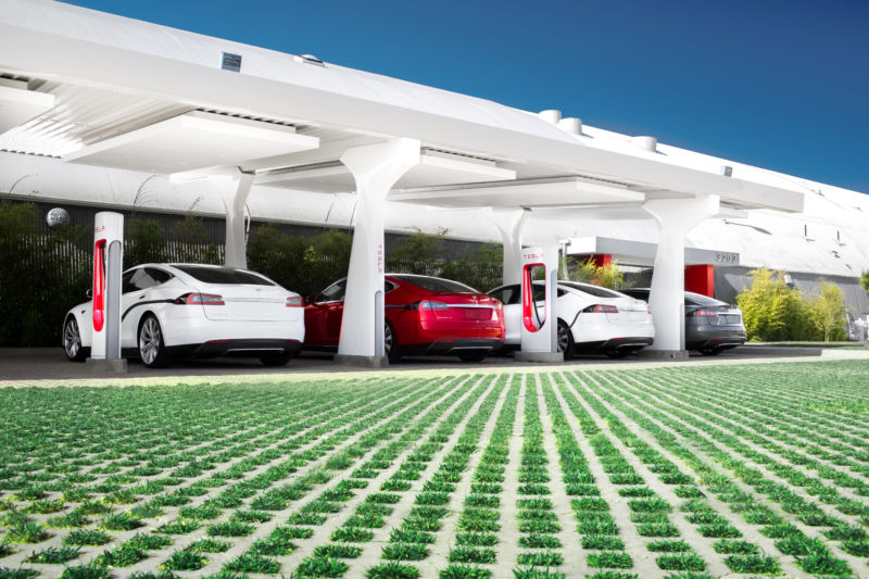 No unlimited free Supercharging for Teslas ordered after January 1, 2017