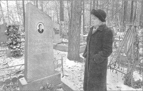 Alevtina Nekrasova vists the grave of her father, Vasily Ivanov , who was one of the first victims of the 1979 anthrax outbreak in the Soviet city of Sverdlovsk.