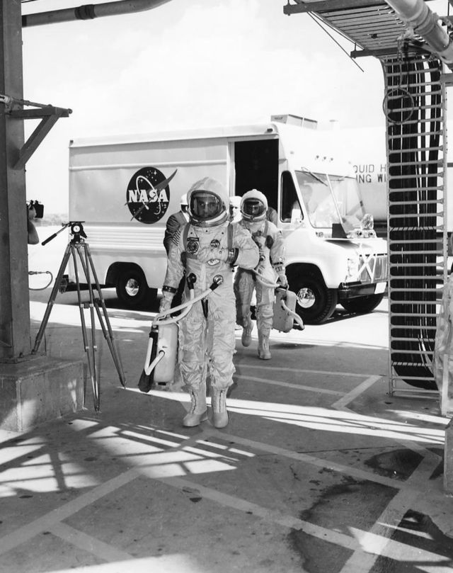 The hell of Apollo 1: Pure oxygen, a single spark, and death in 17