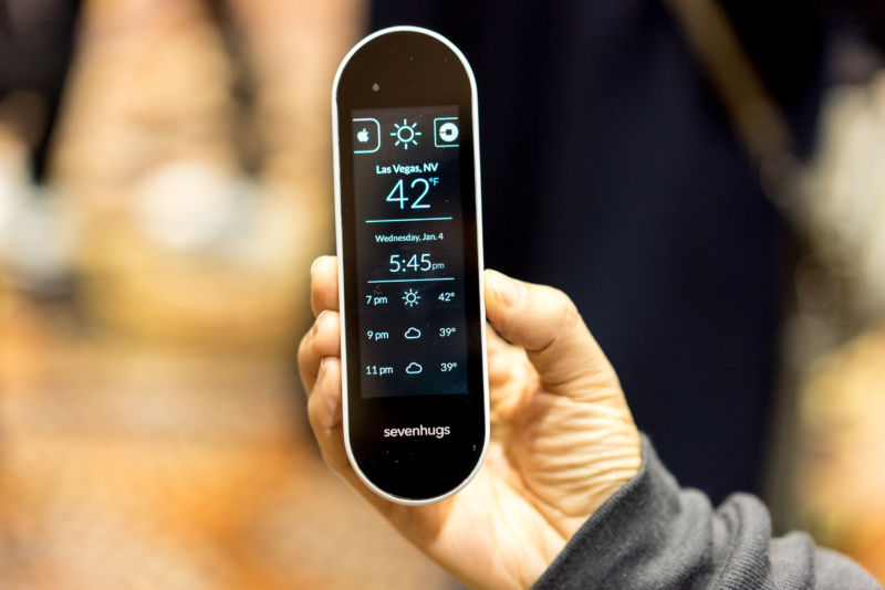 Sevenhugs Smart Remote controls any smart device you point it at