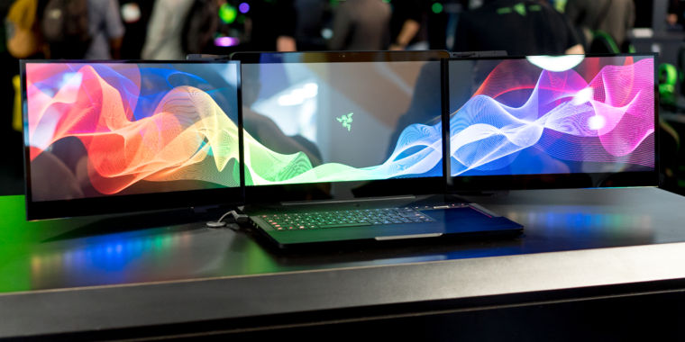 Razer demos a sorta cool, sorta ridiculous triple-monitor