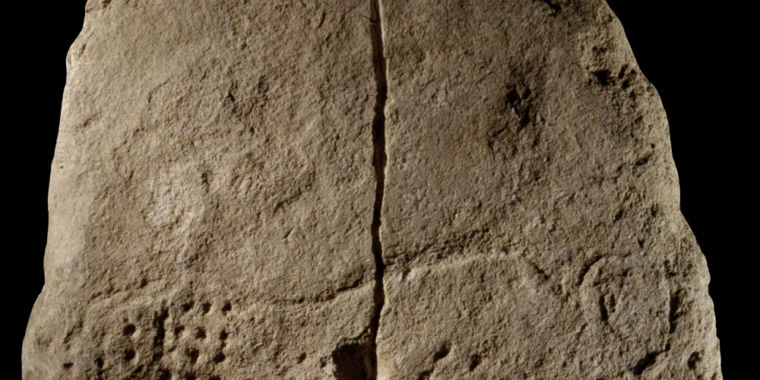 "38,000-year-old carving includes enigmatic ""punctuation"" pattern"