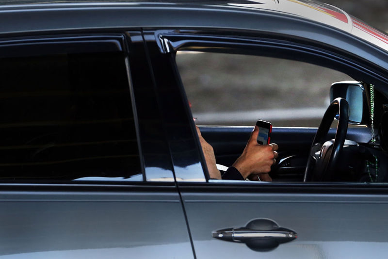 Apple blamed again for another distracted driving traffic crash