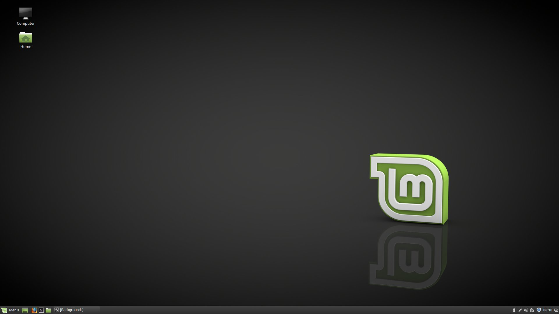 The stock Mint 18.1 desktop with Cinnamon 3.2