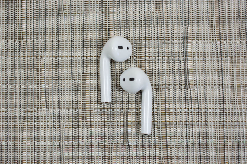Apple Working on High-End Airpods, Over-the-Ear Headphones