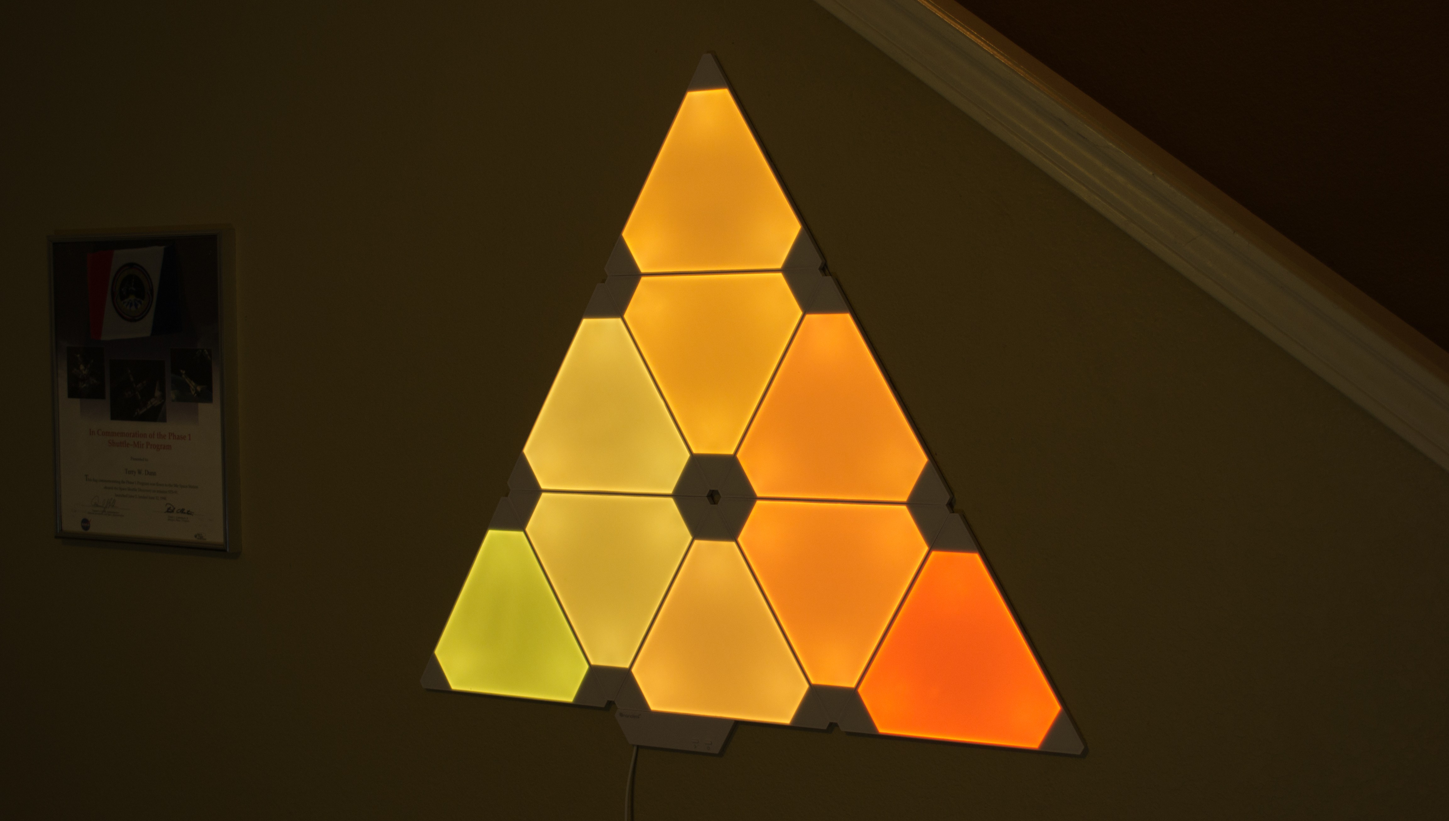 Enlarge / The Aurora lights in action. & Smart art: The Nanoleaf Aurora triangular lighting system is really ...