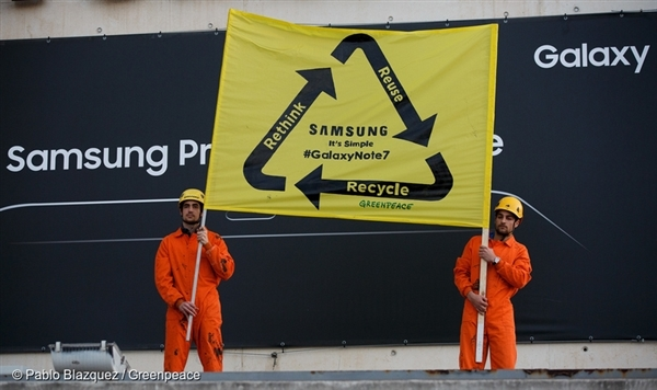 Greenpeace protests Samsung at MWC 2017.