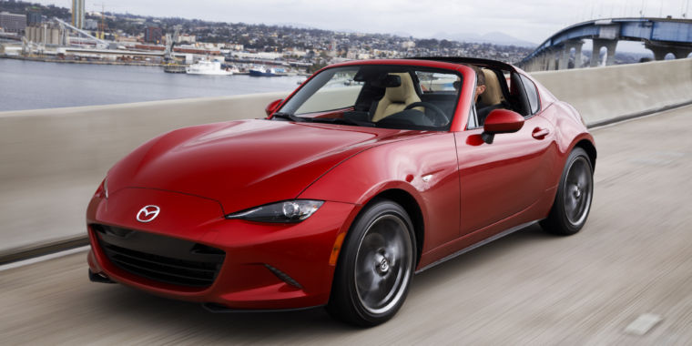 the 2017 mazda mx 5 miata rf fancy new looks same great driving ars technica. Black Bedroom Furniture Sets. Home Design Ideas