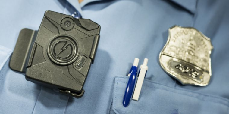 Taser stuns law enforcement world, offers free body cameras to all US police