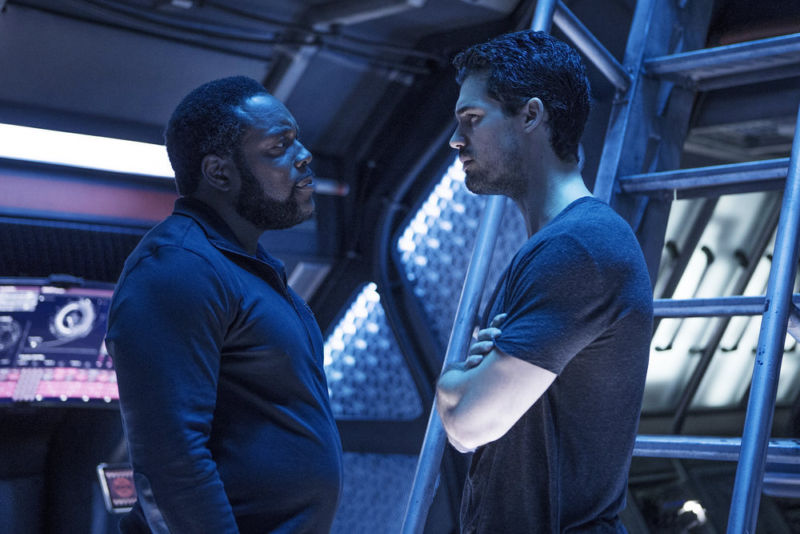 Chad Coleman as Fred Johnson (L), Steven Strait as James Holden (R)