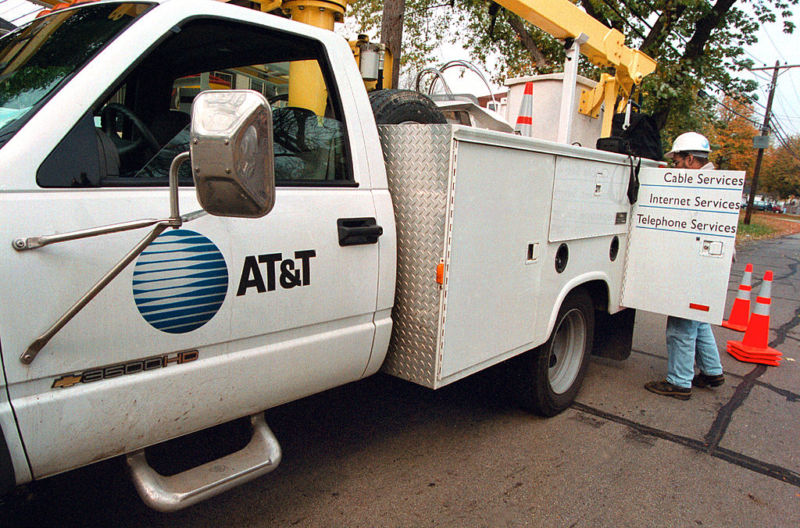 Mayors slam AT&T for slow Internet, long phone outages