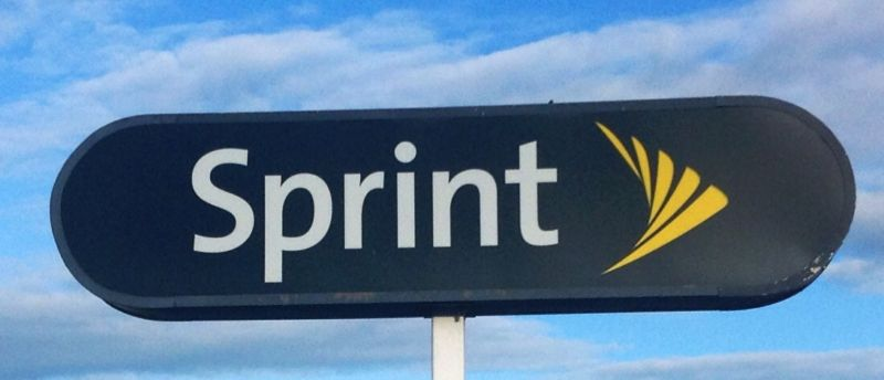 "Report: Sprint ""betting big on Trump,"" could merge with T-Mobile or Comcast"