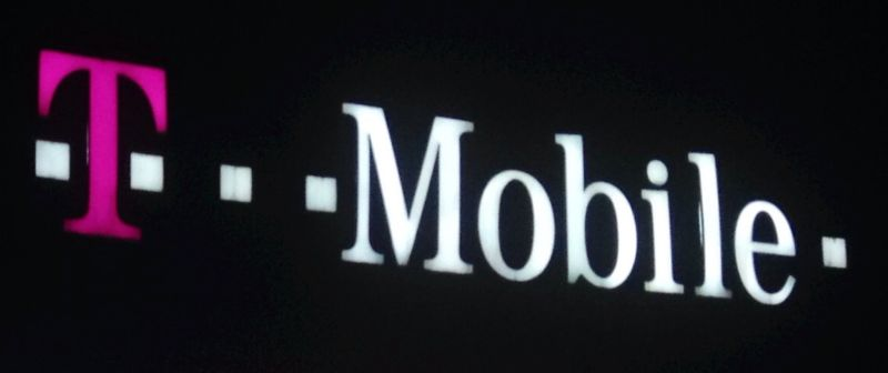 "T-Mobile ""ghost calls"" clog 911 and may have led to baby's death"