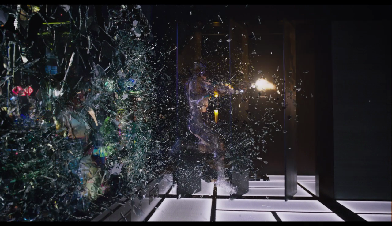 The shattering and rippling of this glass wall looks quite awesome in action, especially the way it reflects off of Major's live-camo bodysuit.