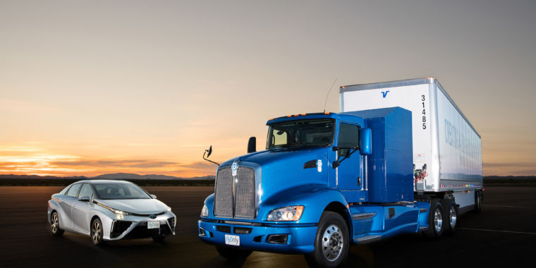 Toyota is testing heavy duty hydrogen trucks at the port of long beach ars technica - Ars manufacti mobel ...