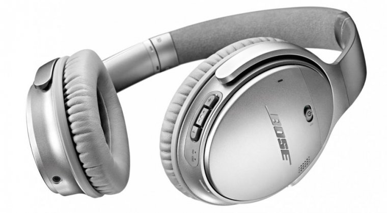The Bose QuietComfort 35 headphones in question.