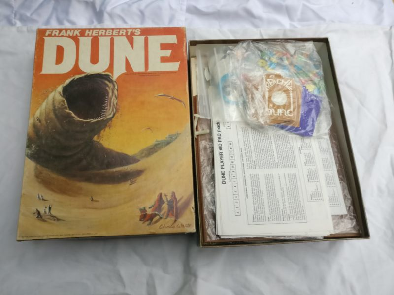 The Shai-Hulud greets its Fremen pals on the front cover of the 