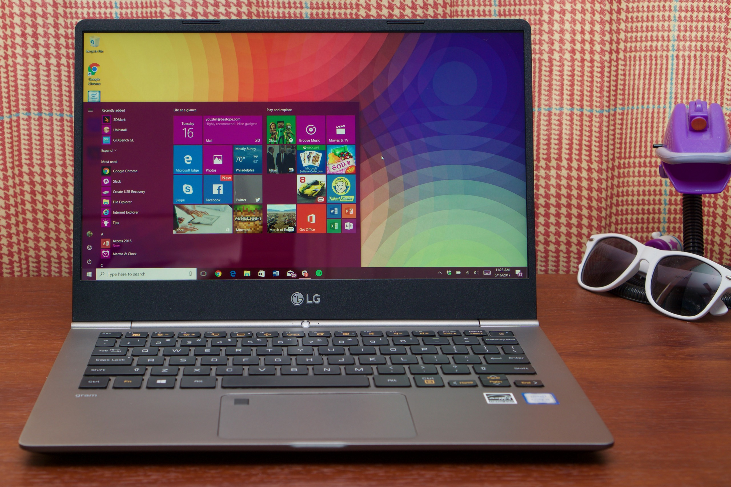 2e4d656a860 LG Gram review: Amazingly light laptop either needs to be cheaper or ...