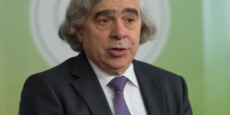 Obama's Energy Secretary is starting a low-carbon energy think tank
