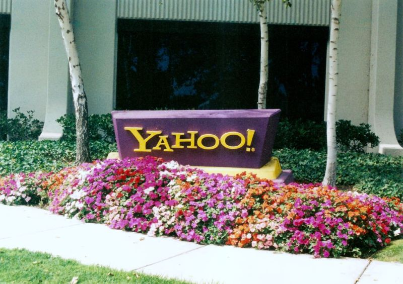 Verizon plans to cut about 2000 jobs at Yahoo, AOL