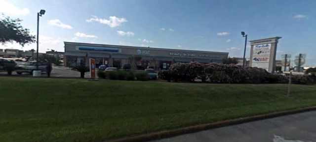 Here's a 2008 picture of the AT&T store where I was waiting, courtesy of the miracle of Google Street View's archive.