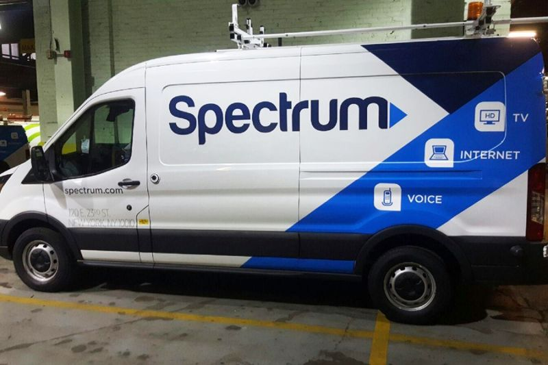 Hexbyte - Tech News - Ars Technica | A Charter Spectrum service vehicle.