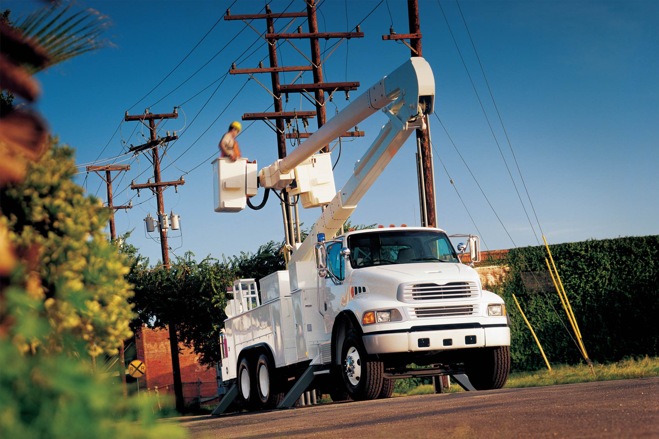 Verizon illegally denied Charter access to utility poles, complaint ...