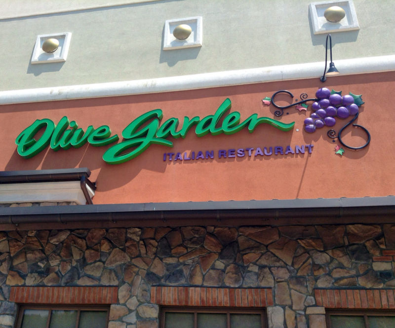 Olive Garden apologizes to AllOfGarden blog, offers $50 gift card