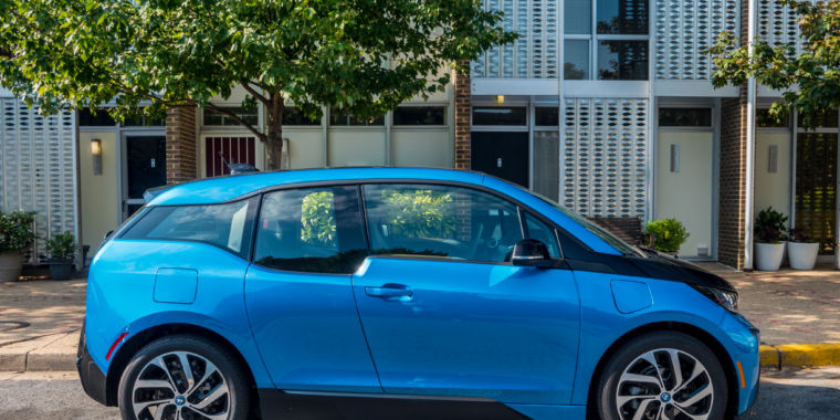 the bmw i3 revisited a better battery solves half its problems ars technica. Black Bedroom Furniture Sets. Home Design Ideas