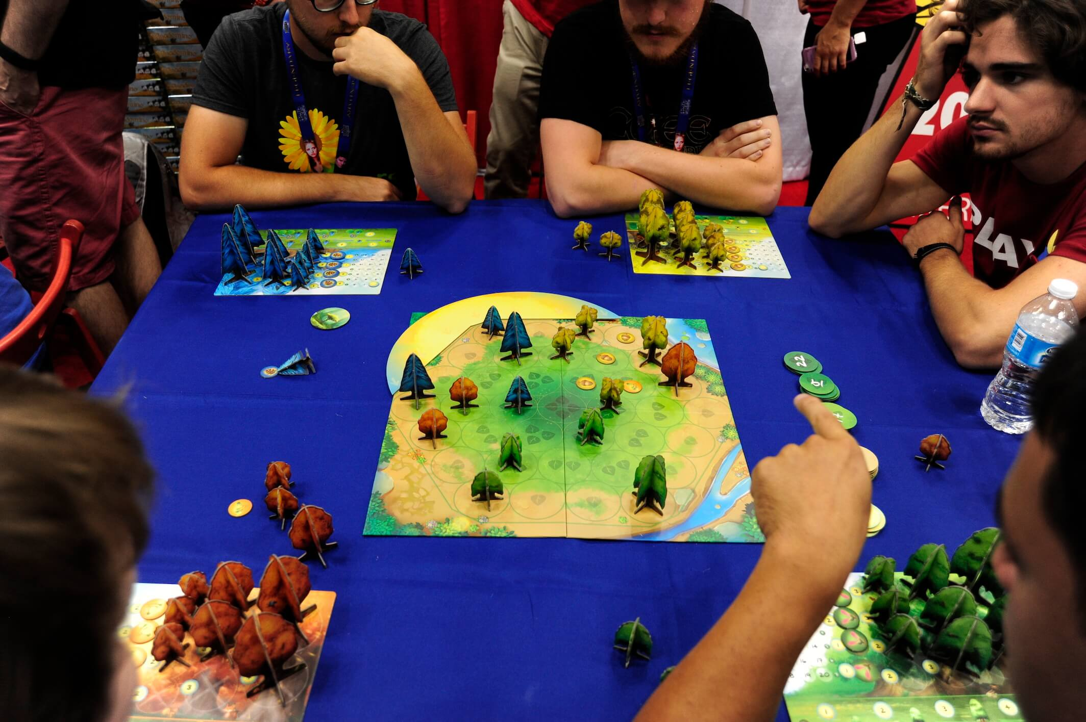 <em>Photosynthesis</em> is a pretty game about soaking up the Sun's rays (and blocking your opponents from doing the same).