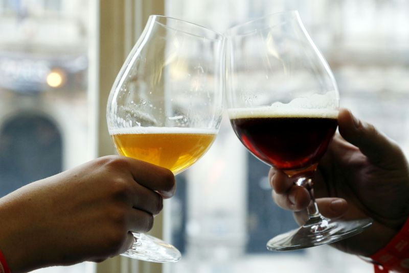 Alcohol as a study tool? Drinking after learning boosts memory