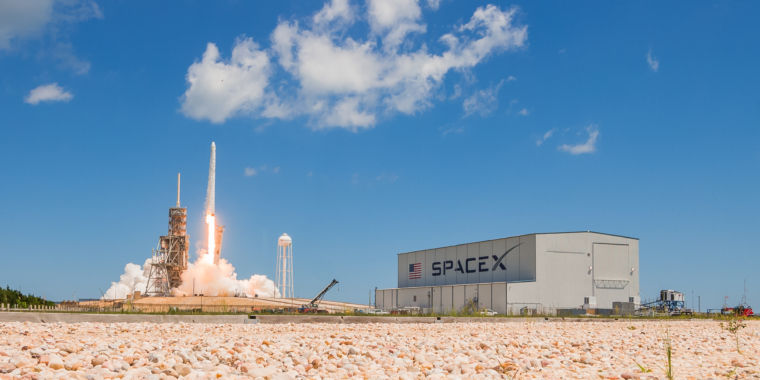 A high profile SpaceX investor tells a datacenter crowd why he believes in Musk