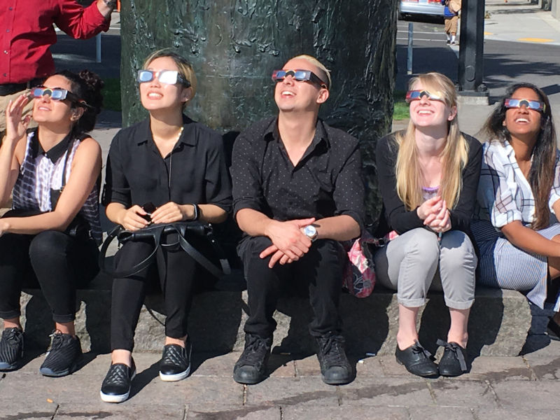 "Lawsuit: Amazon sold eclipse glasses that cause ""permanent blindness"""