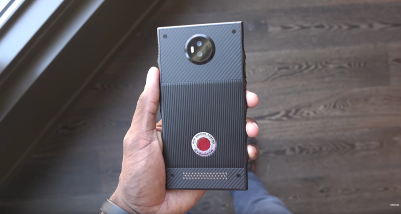 Red hydrogen phone gets a video preview it s big very big ars technica - Ars manufacti mobel ...
