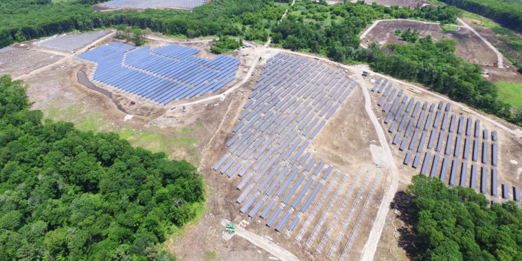photo image Solar now costs 6¢ per kilowatt-hour, beating government goal by 3 years